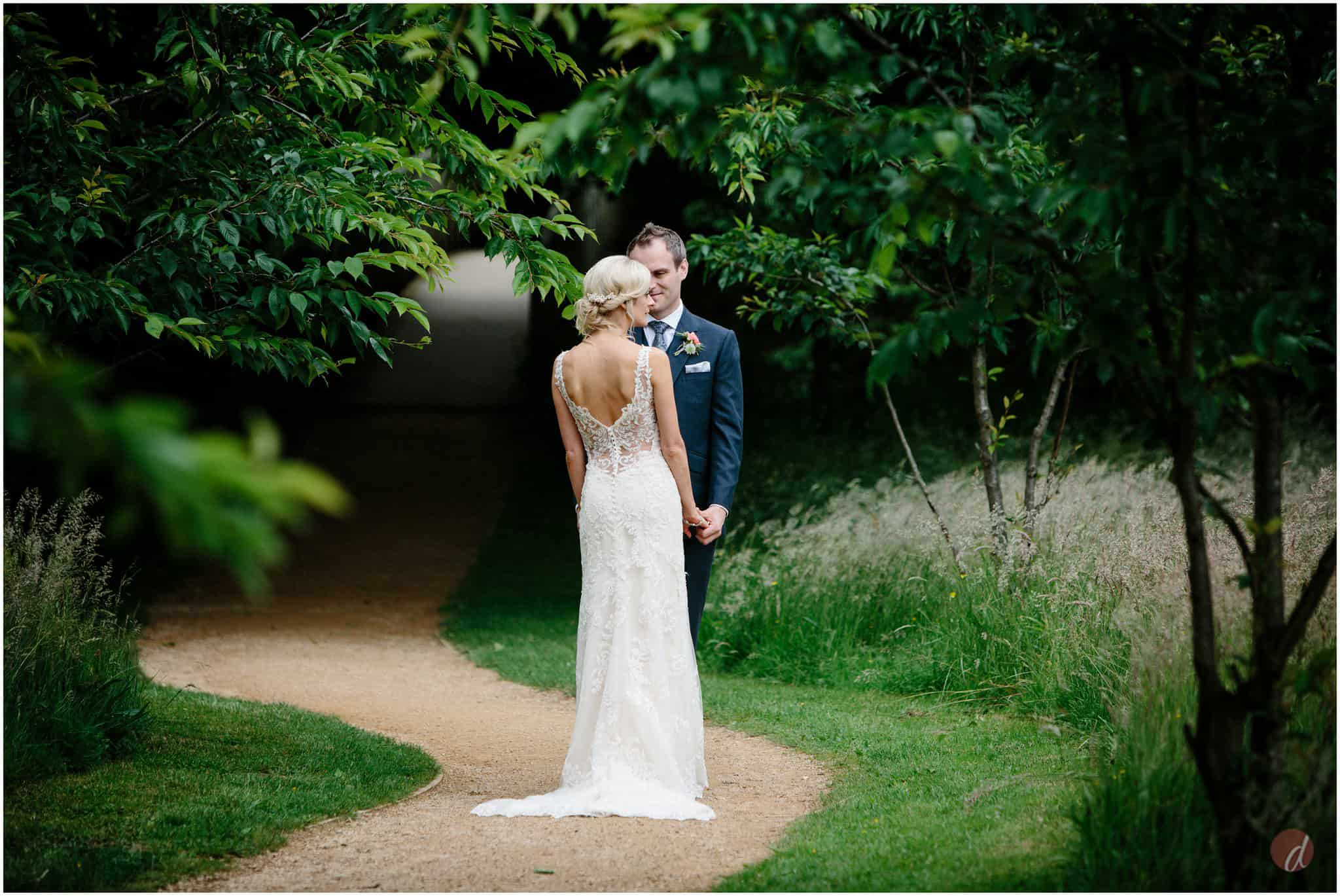 wedding photography chiddingstone castle