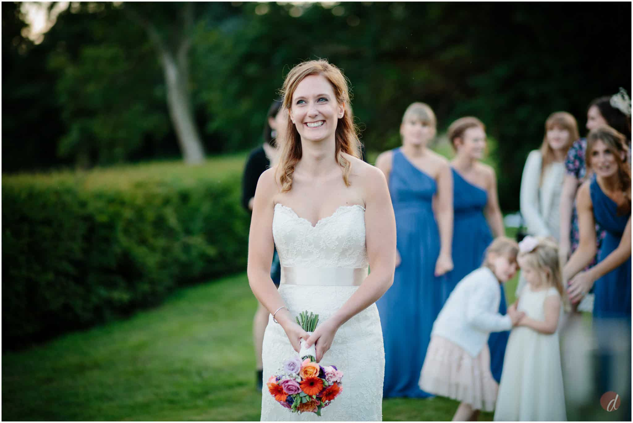 bouquet toss at wedding