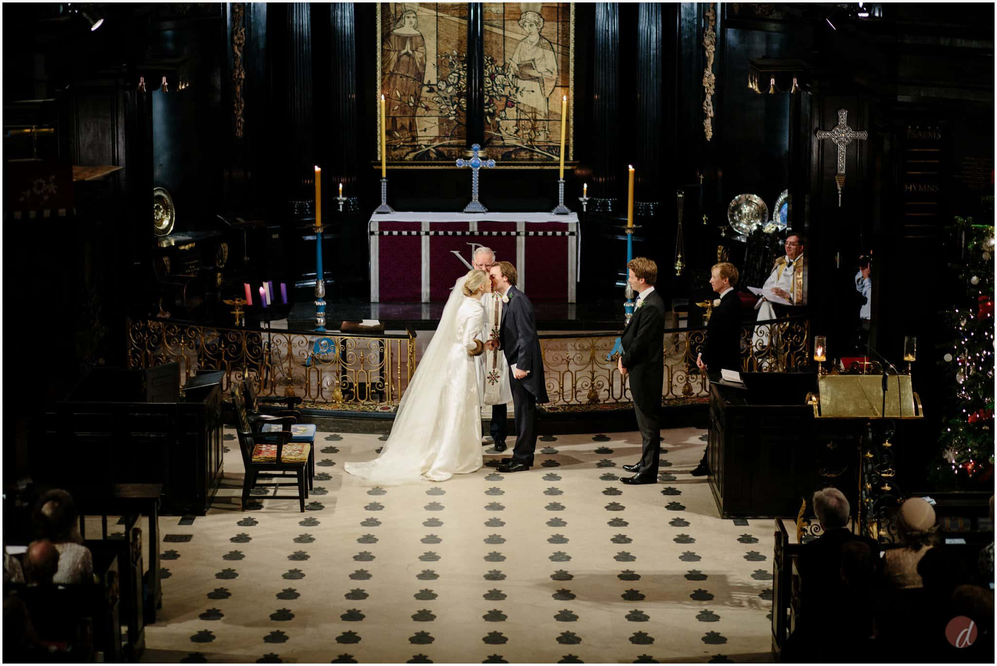 st clement danes wedding photographers