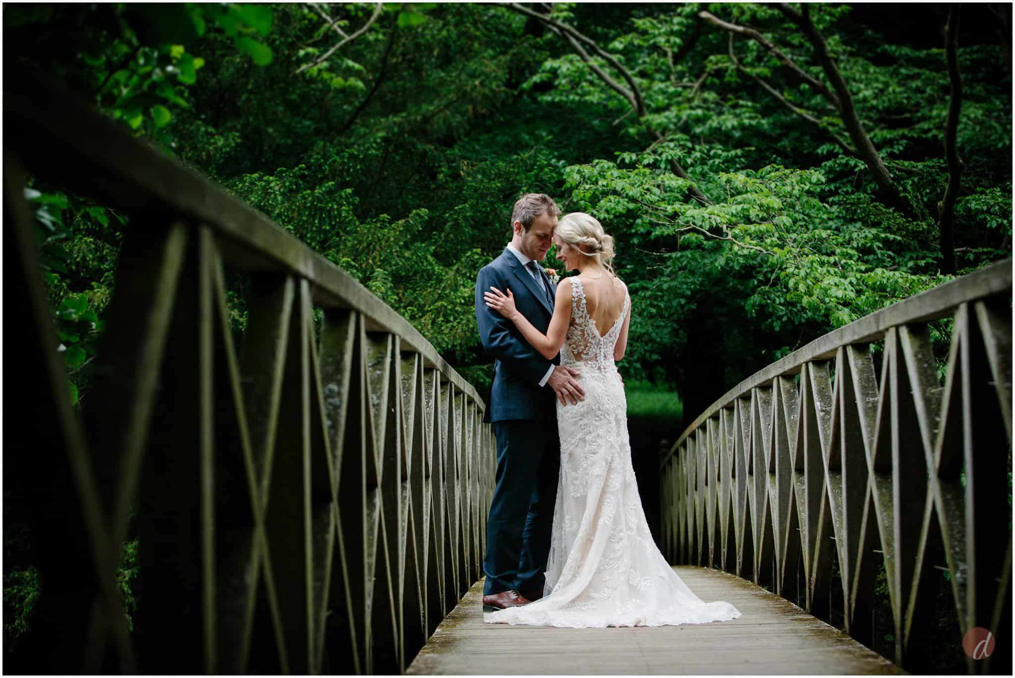 wedding photographers chiddingstone castle